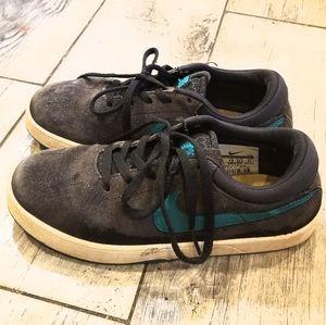 Boys Nike Karston 1 shoes in sz 2